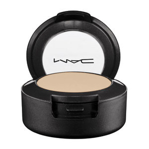MAC Studio Finish Concealer SPF 15