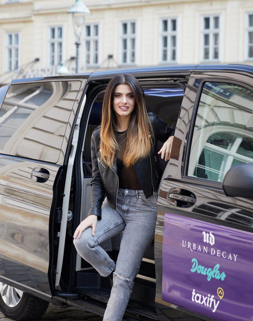 Model & Influencer Zoé Karapetyan für Urban Decay X Douglas X Taxify (Copyright: Alex Sutter)